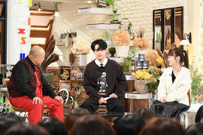 (左から)笑福亭鶴瓶、成田凌、川栄李奈(C)TBS