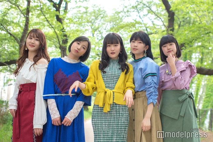Little Glee Monster(左から)かれん、MAYU、芹奈、manaka、アサヒ※これは衣装です(C)モデルプレス