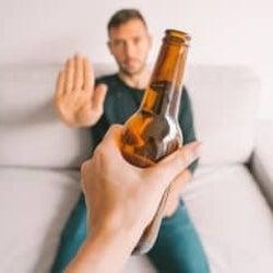 """""""禁酒""""はダイエットに効果的って本当?そのメリットと方法を医師が解説!"""