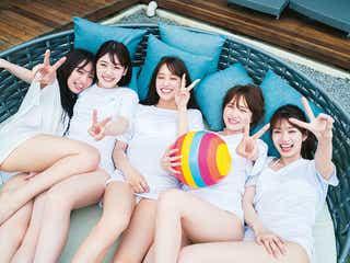日向坂46・1st写真集、白の水着×Tシャツでプール撮影 青春感たっぷりカット解禁