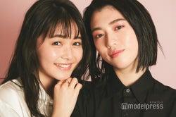 インタビューに応じた久間田琳加(左)&三吉彩花(右)(C)モデルプレス
