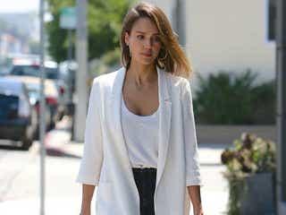 ジェシカ・アルバの大人キレイなファッションスタイル