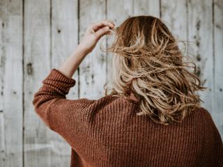 髪の毛が細く柔らかい人におすすめ!マットな質感の「パウダーワックス」って知ってる?