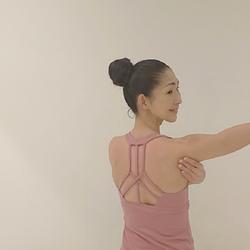 二の腕すっきり!簡単リンパセルフケア&歩き方のポイントを解説