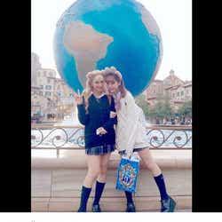 """モデルプレス - 藤田ニコル&紗蘭、制服ディズニーを満喫 久々""""JK""""姿に「待ってました」「おかえり」の声"""