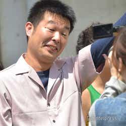 落ちたショックで気絶するレギュラー西川晃啓 (C)モデルプレス