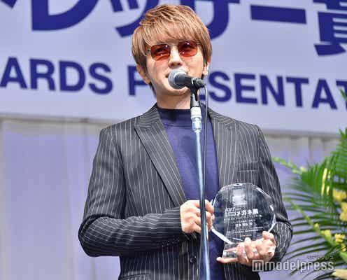 AAA西島隆弘、声帯手術後も変わらぬ美声でスピーチ 現状を説明<第32回 日本メガネベストドレッサー賞>