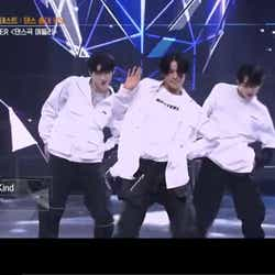 I-LANDのダンスステージ(ソンフン、ケイ、ジョンウォン)(C) AbemaTV, Inc.
