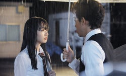 """小松菜奈""""私服のダサさ""""まで忠実再現 実写版「恋は雨上がりのように」大泉洋との恋模様公開"""
