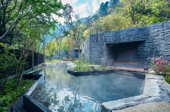 独創的なデザインの露天風呂/画像提供:星野リゾート