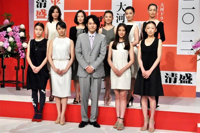 (上段左から)加藤あい、和久井映見、田中麗奈、檀れい、りょう(下段左から)成海璃子、深田恭子、松山ケンイチ、武井咲、松雪泰子