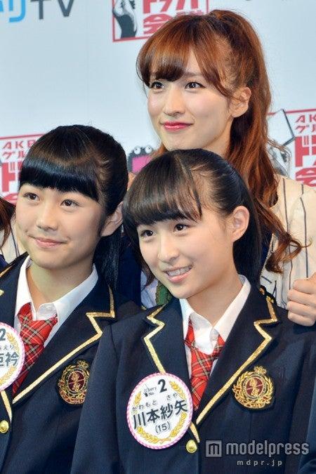北海道在住の中学3年生・川本紗矢さん(右下)