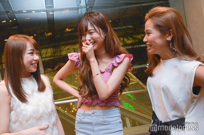 (左から)瀬賀しおりさん、前川彩花さん、迫田里奈さん(C)モデルプレス