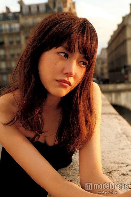 涙を流している桐谷美玲/画像提供:講談社【モデルプレス】