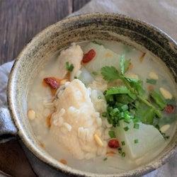 韓国グルメがおうちで手軽に楽しめる!「ぷちぷちもち麦入り参鶏湯風スープ」の作り方
