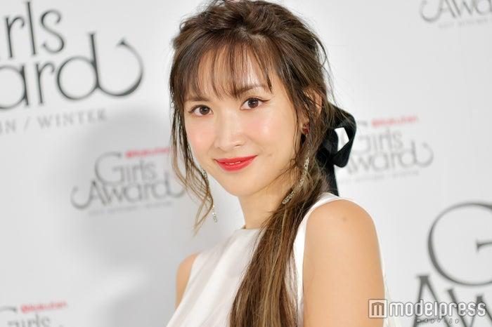 モデルプレスのインタビューに応じた紗栄子(C)モデルプレス