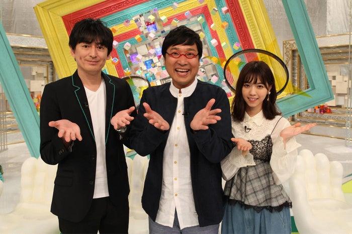 (左から)博多大吉、山里亮太、西野七瀬/「全部揃えてみます。 ~ちょっと自慢できる雑学テレビ~」(C)フジテレビ
