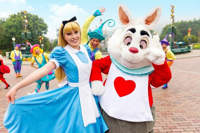 アリス、白うさぎ(C)Disney