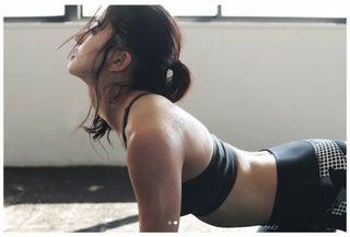 朝比奈彩、ボディラインあらわなトレーニング中のショットに「綺麗でSEXY」「スタイル抜群」と反響