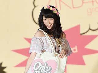 AKB48川本紗矢、美デコルテ全開スタイルで初挑戦「緊張しました」