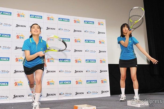 (左から)平祐奈、大友花恋