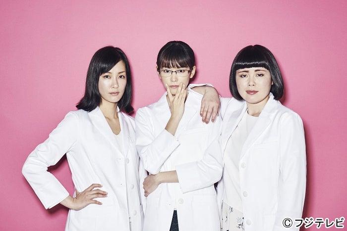 左から:水川あさみ、桐谷美玲、ブルゾンちえみ「人は見た目が100パーセント」(C)フジテレビ