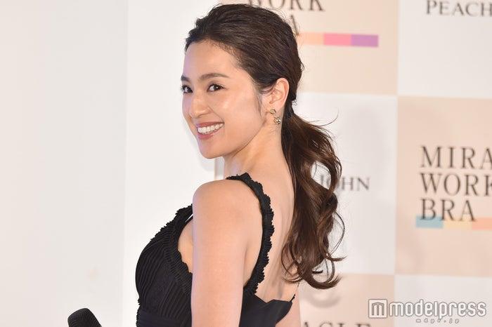 中村アン、引き締まった美しい背中を披露 (C)モデルプレス