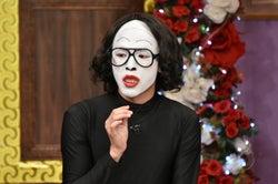 中村倫也、白塗りモノマネ×全身タイツの衝撃姿を公開