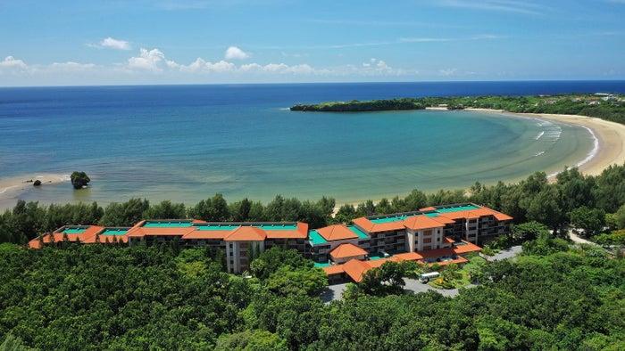 浜辺に隣接した西表島ホテル概観/画像提供:星野リゾート