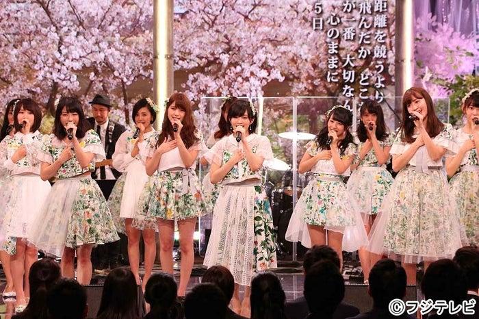 AKB48ら豪華アーティストがフジテレビの入社式に登場(C)フジテレビ