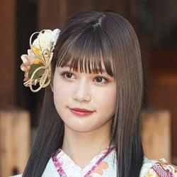 生見愛瑠、ダブルピースオフショット公開「国宝級の可愛さ」「天使みたい」