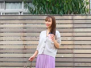 UNIQLO(ユニクロ)の「シフォンプリーツロングスカート」で春気分! おしゃれなコーデ例をご紹介