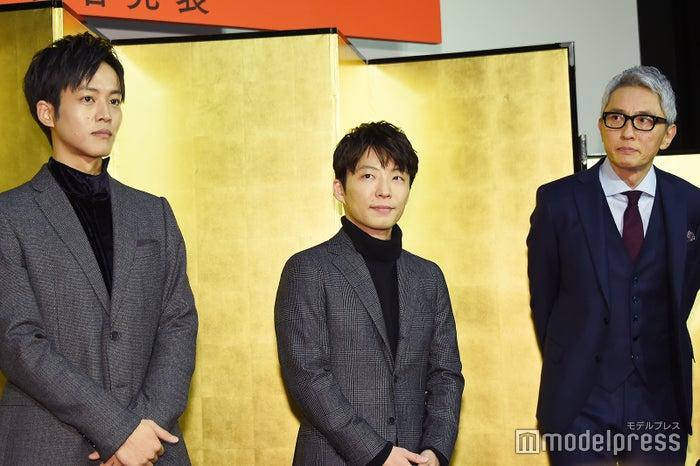 (左から)松坂桃李、星野源、松重豊(C)モデルプレス