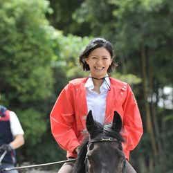 モデルプレス - 榮倉奈々「とても気持ちが良い」華麗なる乗馬姿を披露