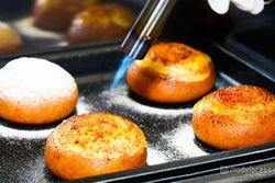 ミスタードーナツ新作「クレームブリュレドーナツ」を先取りで食べてみた!製造工程も徹底取材