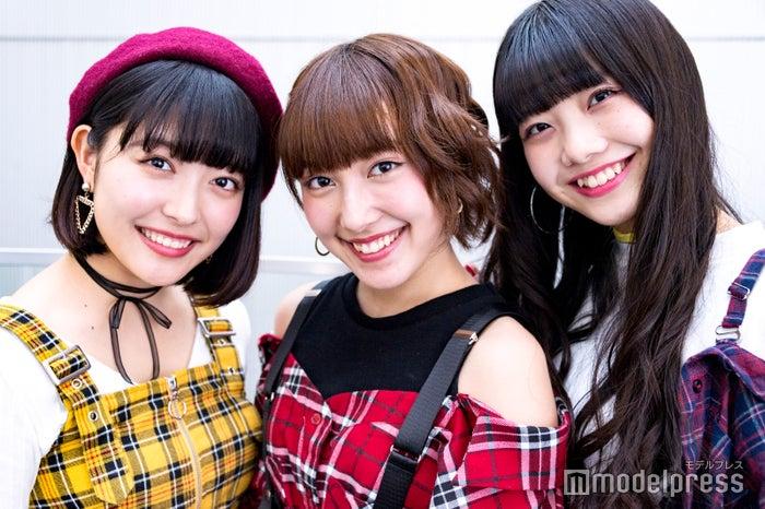 (左から)Nono、ami、MOMOKA(C)モデルプレス<br>