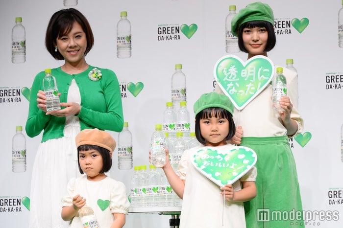 (前列左から)なぎさちゃん、しずくちゃん(後列左から)高橋真麻、徳原ありさ(C)モデルプレス