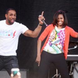 ミシェル・オバマ大統領夫人、アメリカン・ダンス・アイドルのメンバーとダンスを披露!