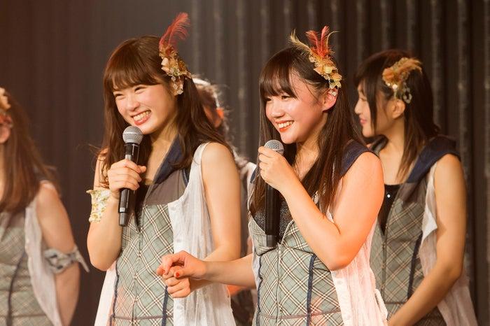 (右)薮下柊(C)NMB48