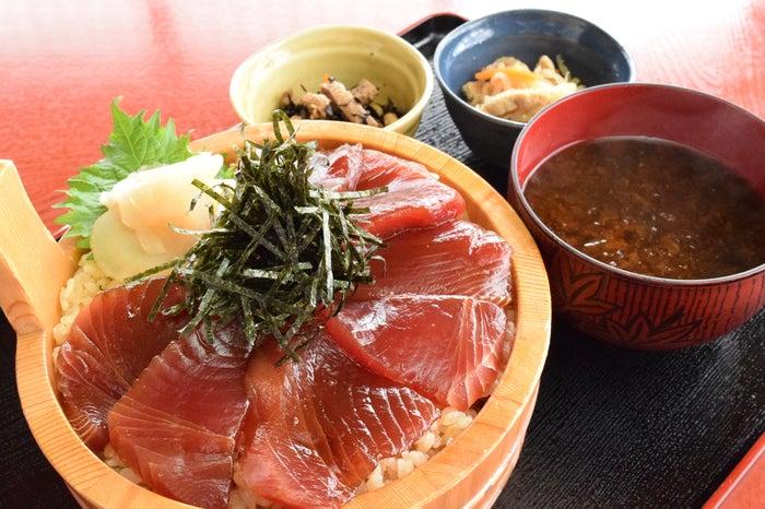 地元の漁師めしがルーツといわれる「てこね寿司」(提供画像)