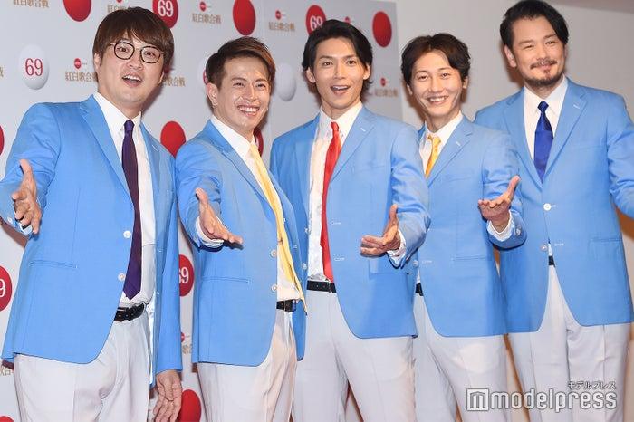 純烈(左から)酒井一圭、友井雄亮、白川裕二郎、後上翔太、小田井涼平)(C)モデルプレス