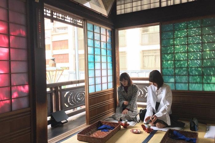 (左から)渡辺麻友、柏木由紀(C)TBS