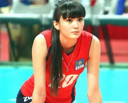 """カザフスタンの""""美しすぎるバレーボール選手""""が初来日 驚異の股下120cmに「リアルセーラームーン」の声"""