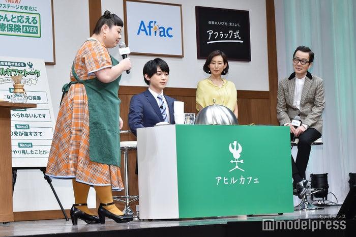 渡辺直美が吉沢亮にナポリタンを提供(C)モデルプレス