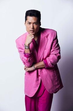 三代目JSB登坂広臣&ELLY完全プロデュース、劇団EXILE・八木将康が歌手デビュー 「何かしらで1位」獲得したら登坂のソロツアーで生披露