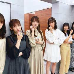 集団で歯みがきをする日向坂46メンバー(撮影:齊藤京子)