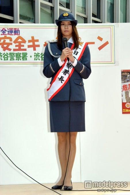 1日渋谷警察署長も務めた香里奈