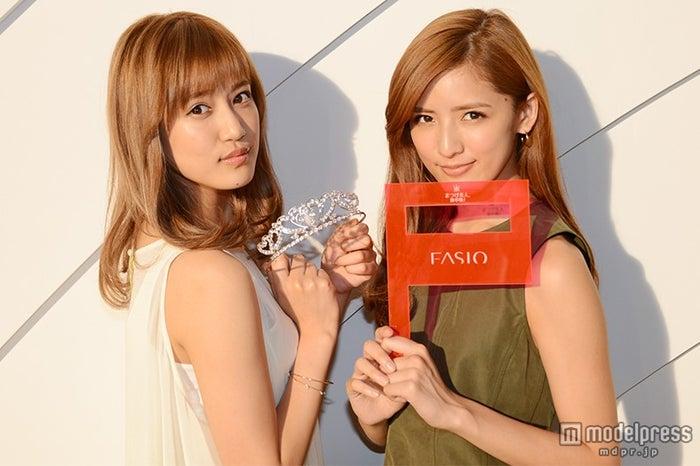(左から)藤井夏恋、藤井萩花