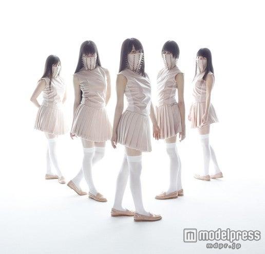 ももいろクローバーZの2ndアルバム「5TH DIMENSION」ビジュアル第1形態/ Photo: Kenshu Shintsubo