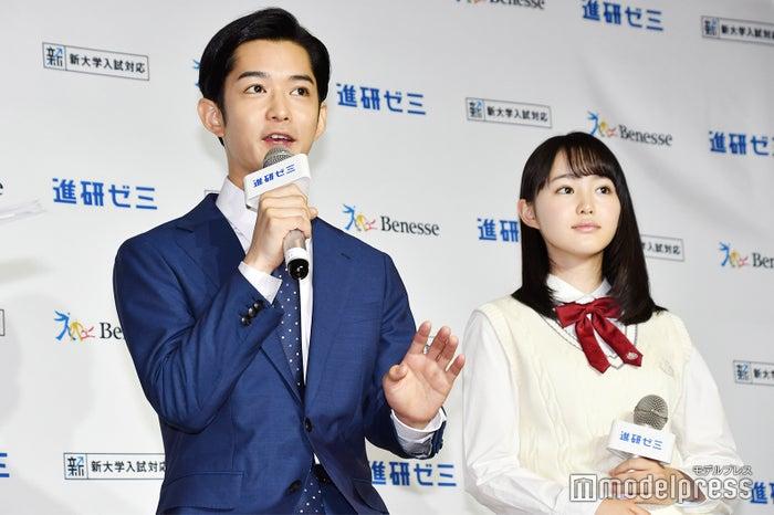 (左から)千葉雄大、伊藤小春 (C)モデルプレス
